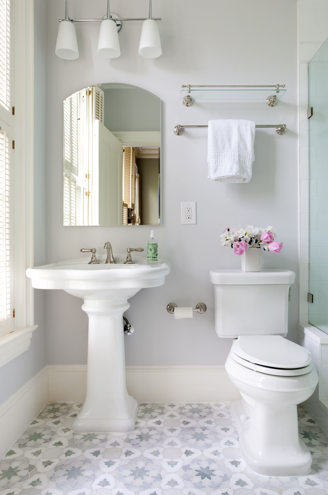 Pin Claudine Kurp On Bathrooms Shab Chic Bathroom
