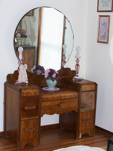 Thrift Store Junkies Vintage Vanity Dresser With Mirror