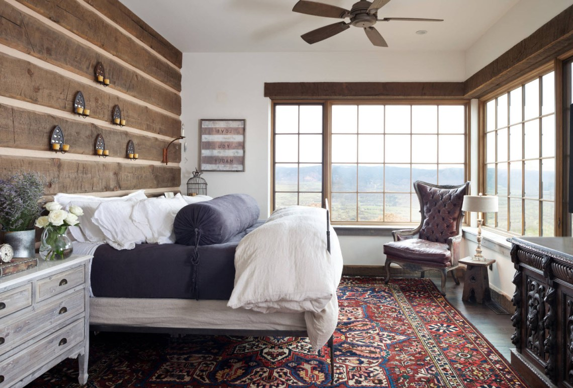 Top 20 Pleasingly Rustic Bedrooms With Farmhouse Touches