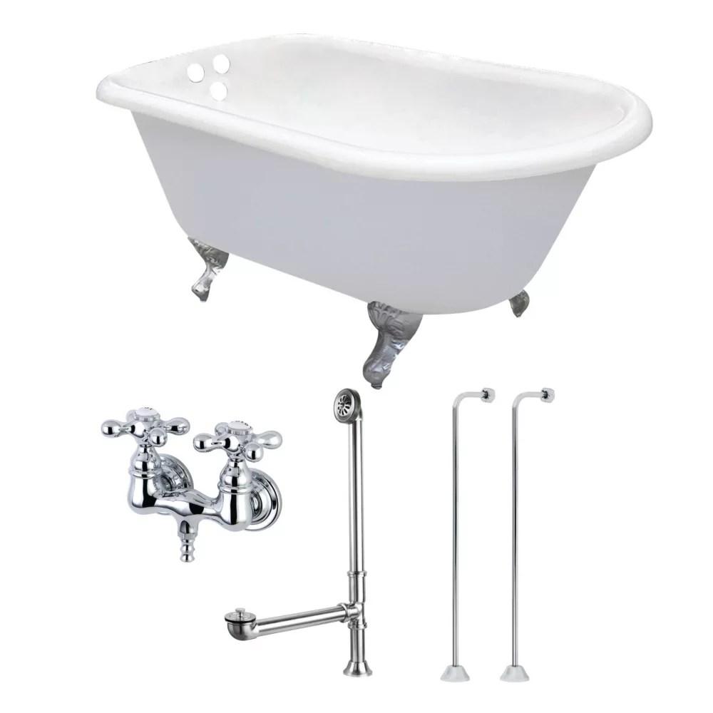 petite baignoire blanche en fonte de 4 5 pi avec pieds cambres et robinetterie chromee