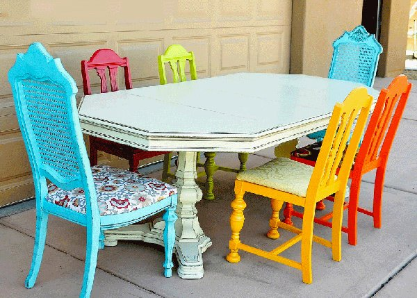 A Burst of Colors from 20 Dining Sets with MultiColored