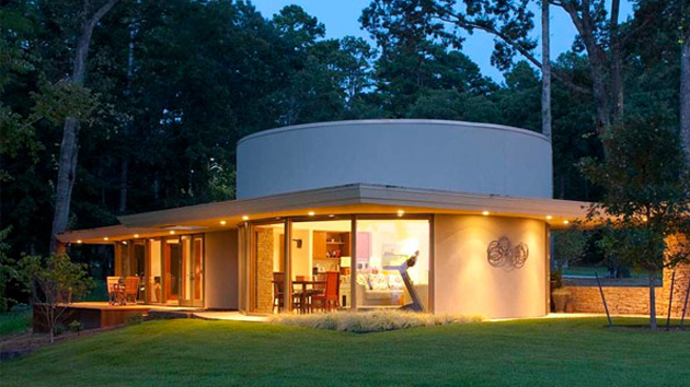 Lake House Inspired from Frank Lloyd Wrights Classic