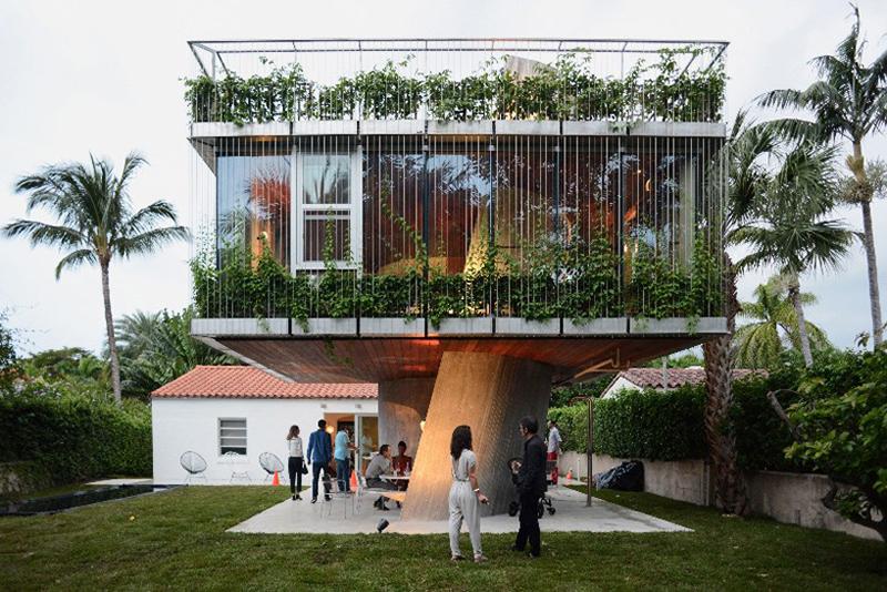 Impressive Sun Path House in Miami Beach