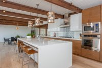 22 Midcentury Modern Kitchen Designs Showcasing Contrast ...
