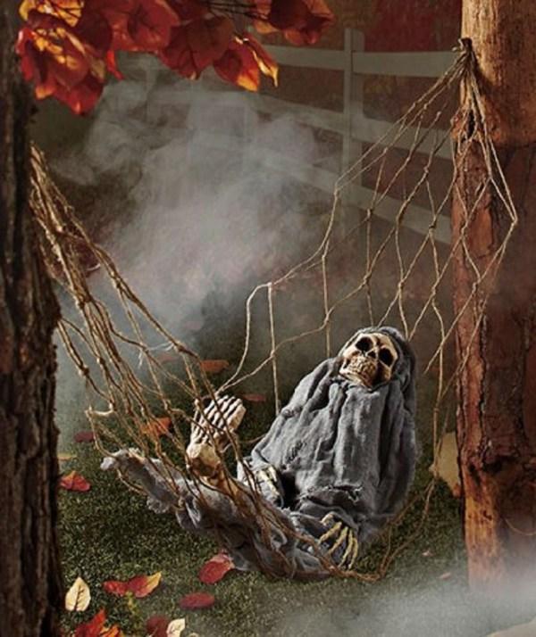 Skeletons Halloween Decoration Idea