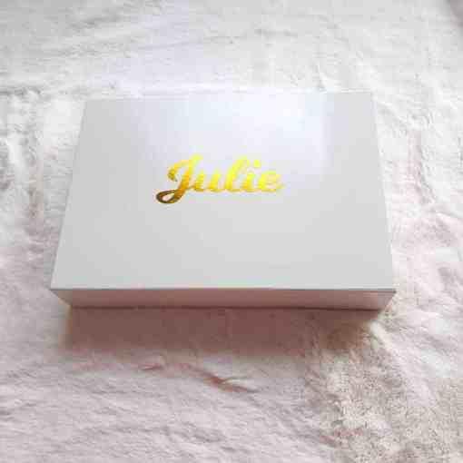 Ecriture couleur or sur box cadeau