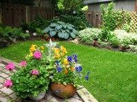 Backyard flower gardens - large and beautiful photos ...