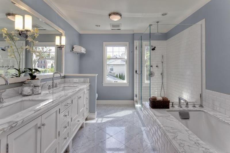 20 More of Our Favorite Master Bathrooms of 2021