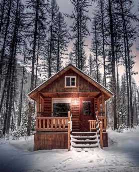 Log Cabin In Winter0004