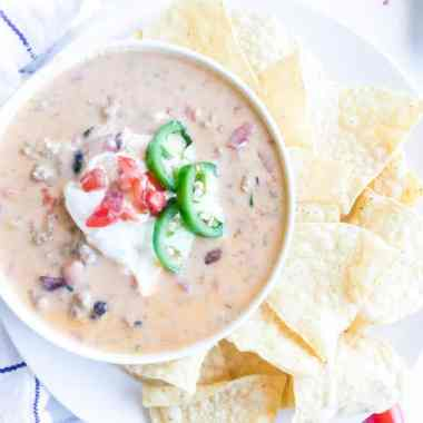 Drool-worthy Beer Cheese Dip Recipe - This incredible Beer Cheese Dip is a must have for all your dinner parties! Loaded with ground beef, beans, beer, and three kinds of cheese. #dip #beer #partyfood #cheesy #creamy #easy #beans #comforting #homefreshideas