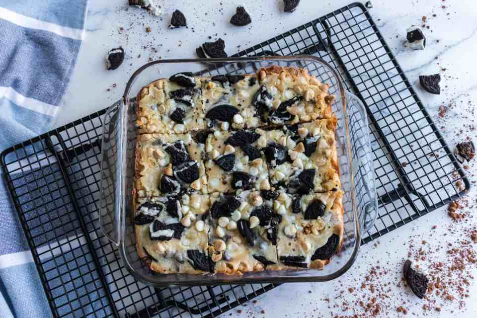 Decadent Oreo Cheesecake Bars Recipe - You have to try this Decadent Oreo Cheesecake Bars Recipe next time you are in the mood for chocolate. Three layers of sinfully delicious dessert! #cheesecake #bars #easy #oreo #decadent #cheesecakebars #homefreshideas