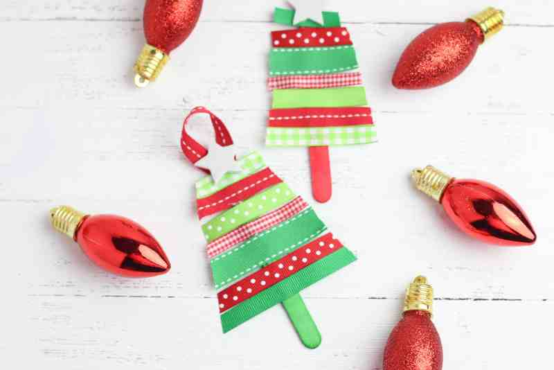 Learn How To Make DIY Christmas Ornaments - Learn how to make DIY Christmas Ornaments to give away as gifts or to decorate your tree. They are fun, festive, and a wonderful craft for the season. #diy #christmas #ornaments #easy #homefreshideas