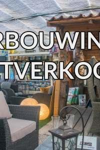 Illustratie: foto van het interieur van de winkel met erop de tekst Verbouwingsuitverkoop.