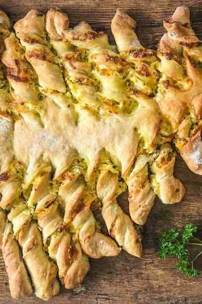 Cheesy Garlic and Herb Pull-Apart Bread