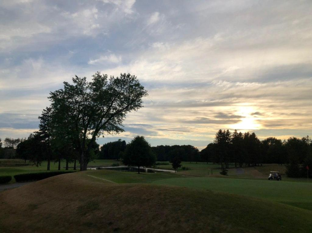 Sun set - Ladies golf club in Thornhill