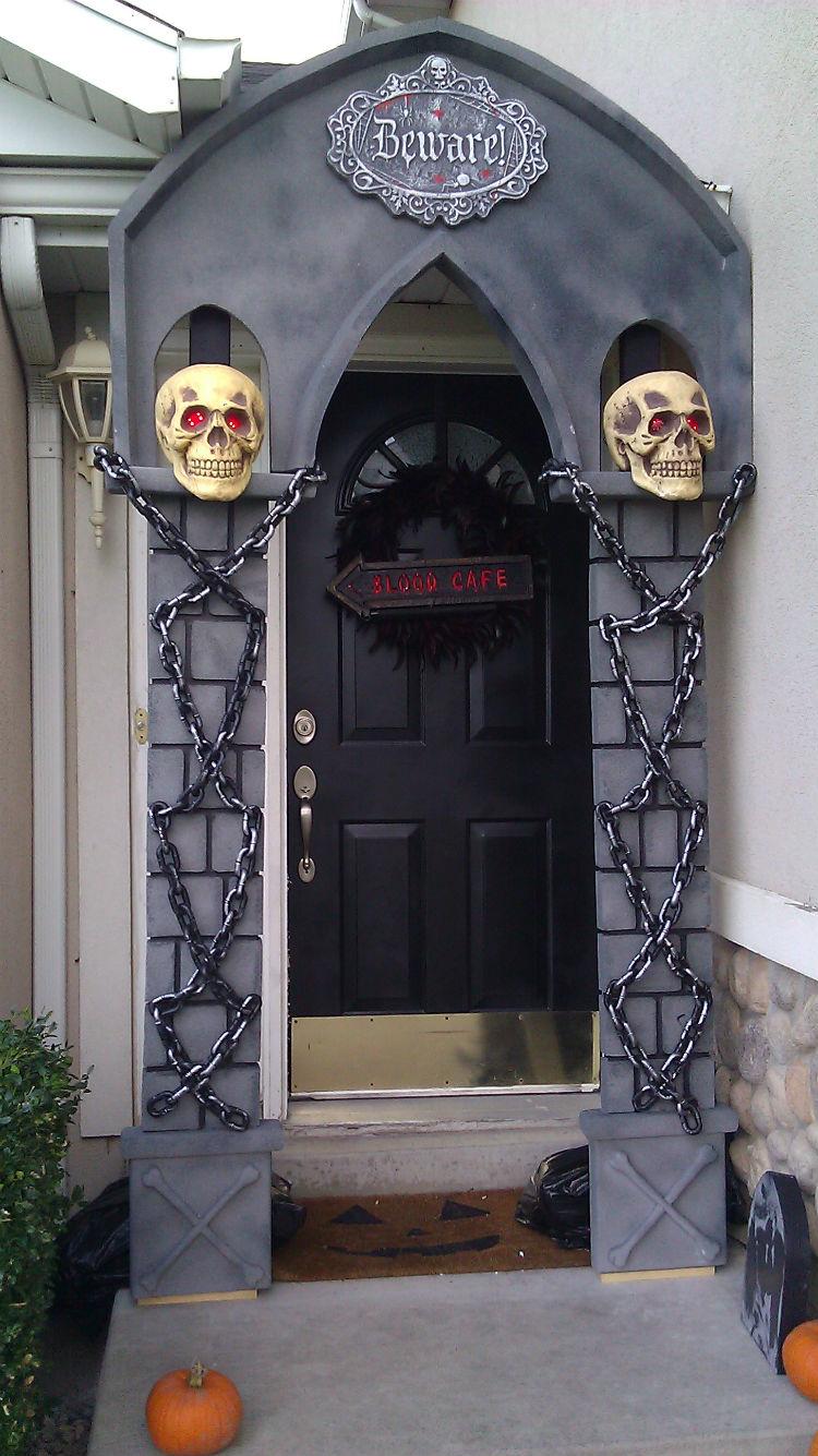 Halloween Door & 30+ DIY Halloween Wreaths