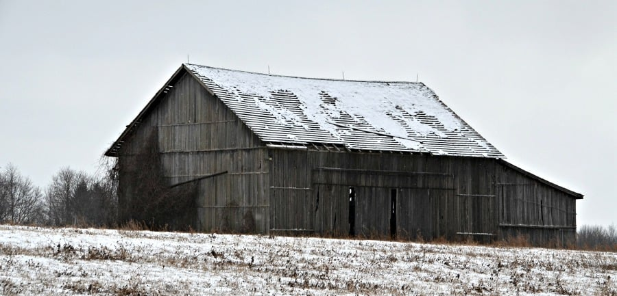 Deteriorating barn in Macedon, NY