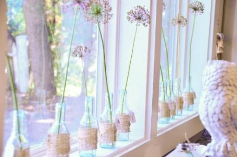 Single Flower Stems in burlap wrapped glass jars, so simple and pretty!