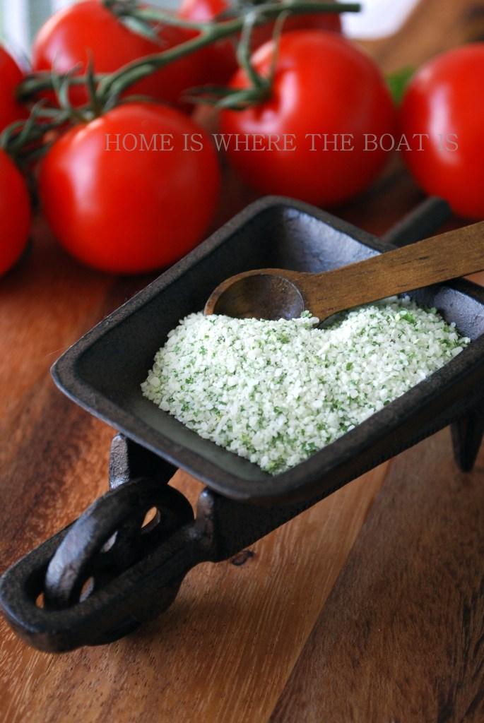 Basil Salt | ©homeiswheretheboatis.net #easy #summer #DIY #foodgift