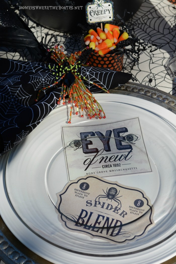 Witches' Potion Halloween Table | homeiswheretheboatis.net #Halloween #tablescape #alfresco