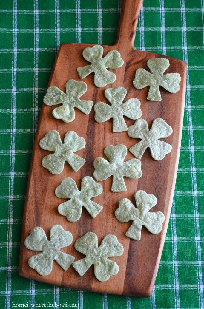 Spinach Tortilla Shamrock Chips! | ©homeiswheretheboatis.net #StPatricksDay #appetizer #recipes