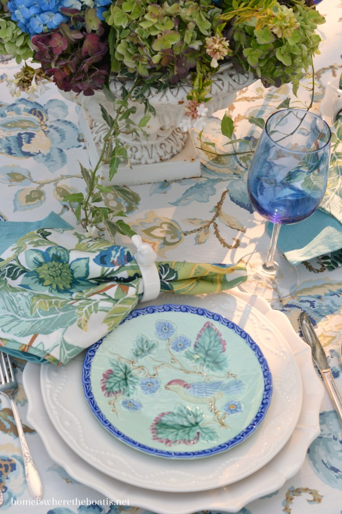 Lakeside table and Summer's Last Hurrah with Hydrangeas and Majolica | homeiswheretheboatis.net #tablescapes #summer #alfresco #hydrangeas