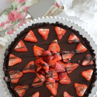 No-Bake Chocolate Strawberry Ganache Tart with Chocolate Cookie Crust