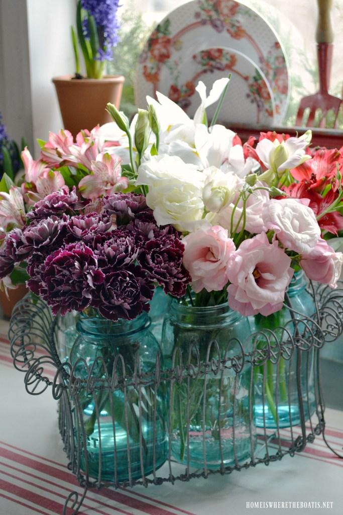 A Heartfelt Arrangement for Valentine's Day with Mason Jars | ©homeiswhereboatis.net #balljars #masonjars #flowers #pottingshed
