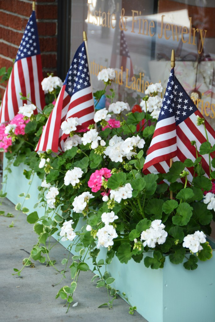 Window box planter with flags, Blowing Rock, NC | ©homeiswheretheboatis.net #mountains