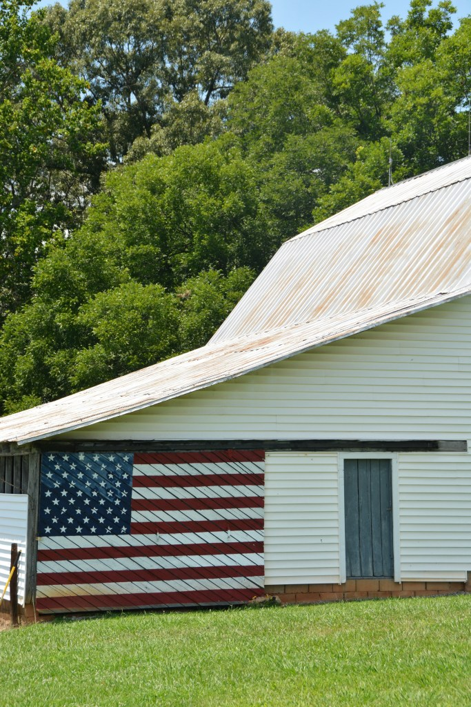 Barn with American Flag | ©homeiswheretheboatis.net #flag