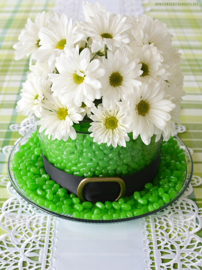 Leprechaun Hat Centerpiece DIY for St. Patrick's Day using candy and flowers   ©homeiswheretheboatis.net #StPatricksDay #centerpiece #DIY #leprechaunhat