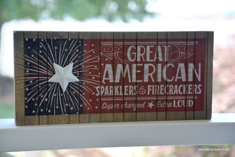 Great American Sparklers & Firecrackers Sign for Independence Day | ©homeiswheretheboatis.net #4thofJuly