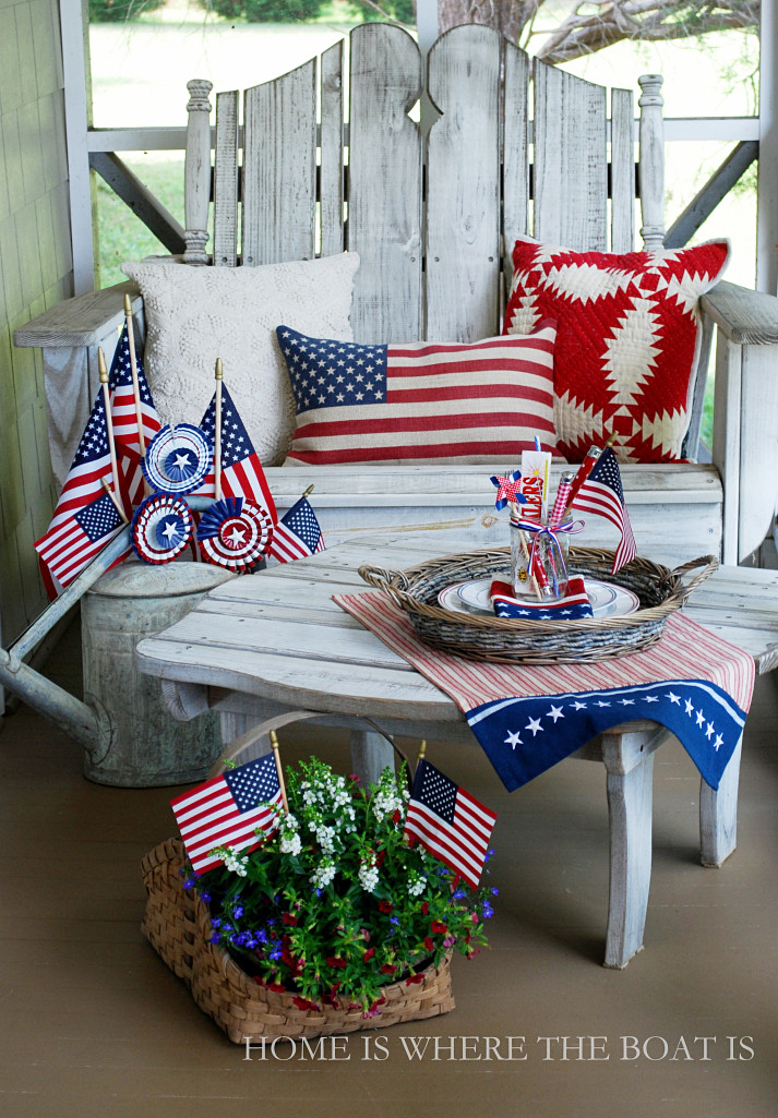 Patriotic Porch | ©homeiswheretheboatis.net #july4th #flag