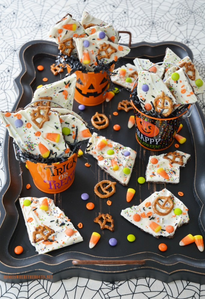 Easy No-Bake Halloween Bark | ©homeiswheretheboatis.net #nobake #Halloween #recipe