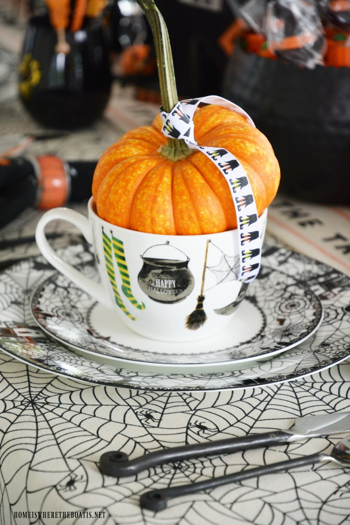 'Witch' Way To The Treats Halloween Tablescape | ©homeiswheretheboatis.net #Halloween #tablesetting #witch #tablescape