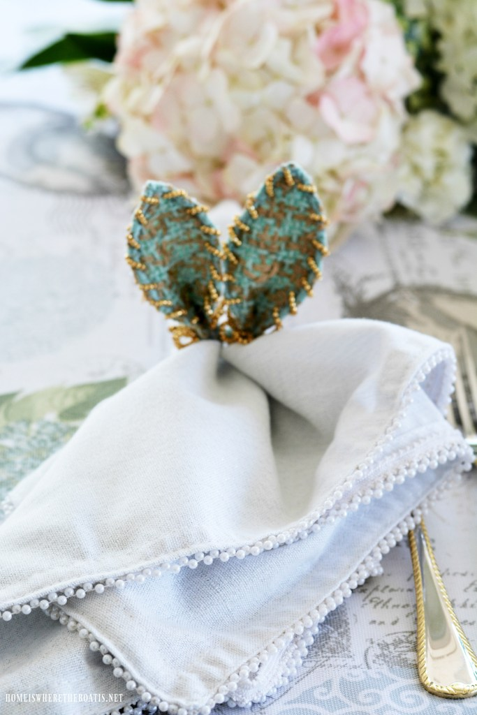 Bunny ear napkin ring | ©homeiswheretheboatis.net #easter #tablesetting #tablescapes #bunny