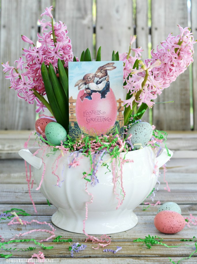 Easy 5-Minute Easter Centerpiece | ©homeiswheretheboatis.net
