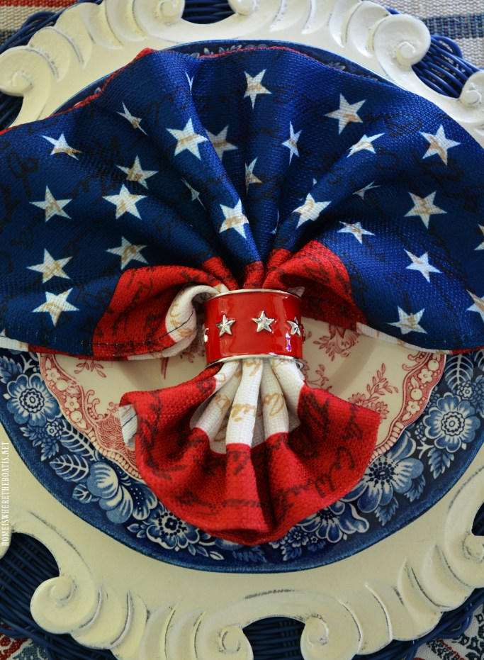 Red, White and Liberty Blue Table for the Fourth of July | ©homeiswheretheboatis.net #patriotic #tablescapes #4thofjuly