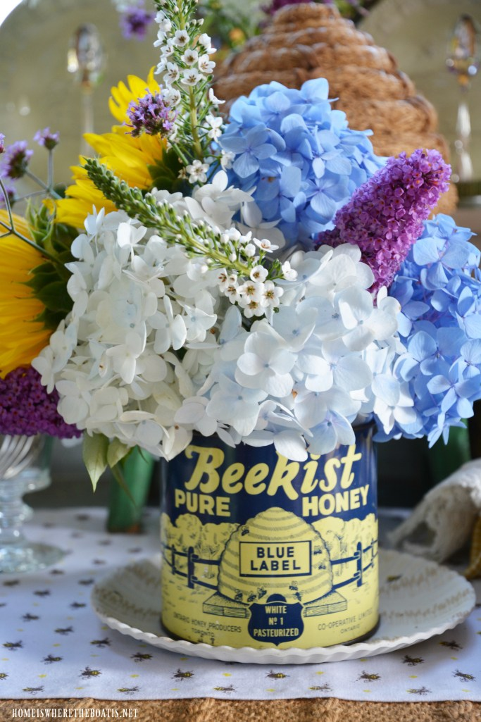 Vintage Beekist Blue Label Honey Tin with flowers for National Pollinator Week | ©homeiswheretheboatis.net #bees #tablescapes