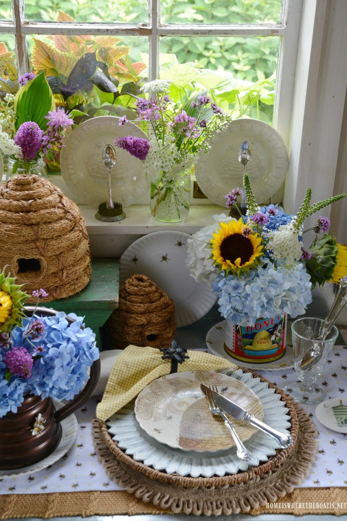 Bee table and vignette for National Pollinator Week | ©homeiswheretheboatis.net #bees #tablescapes