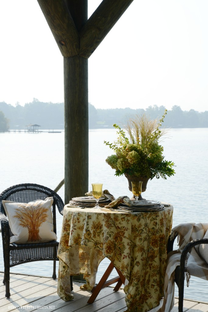 Dockside table and early fall flower arrangement | ©homeiswheretheboatis.net #fall #flowers #tablescapes #lake #alfreso