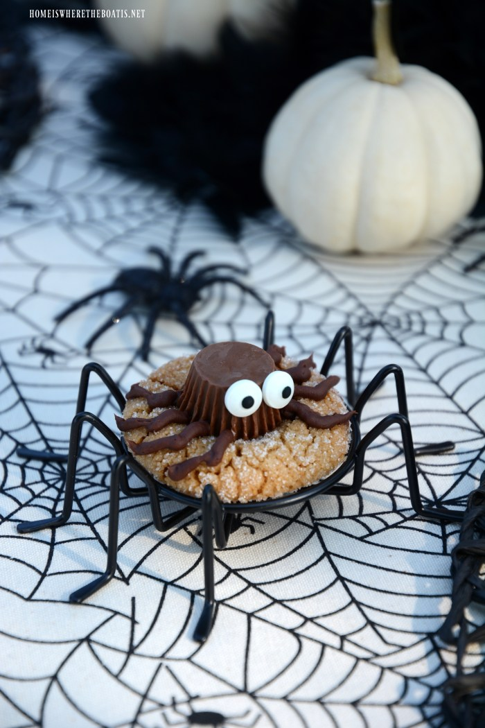 For more stares than scares, help yourself to aPeanut Butter Spider Cookie | ©homeiswheretheboatis.net #Halloween #cookie
