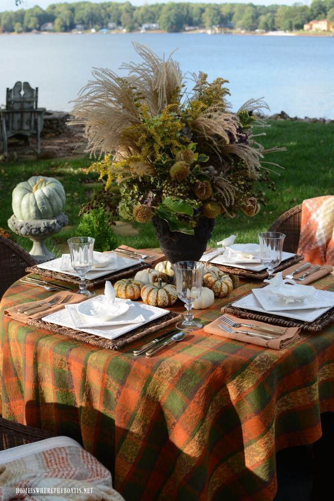 Delicious Autumn Lakeside Table | ©homeiswheretheboatis.net #fall #alfresco #tablescape #lake