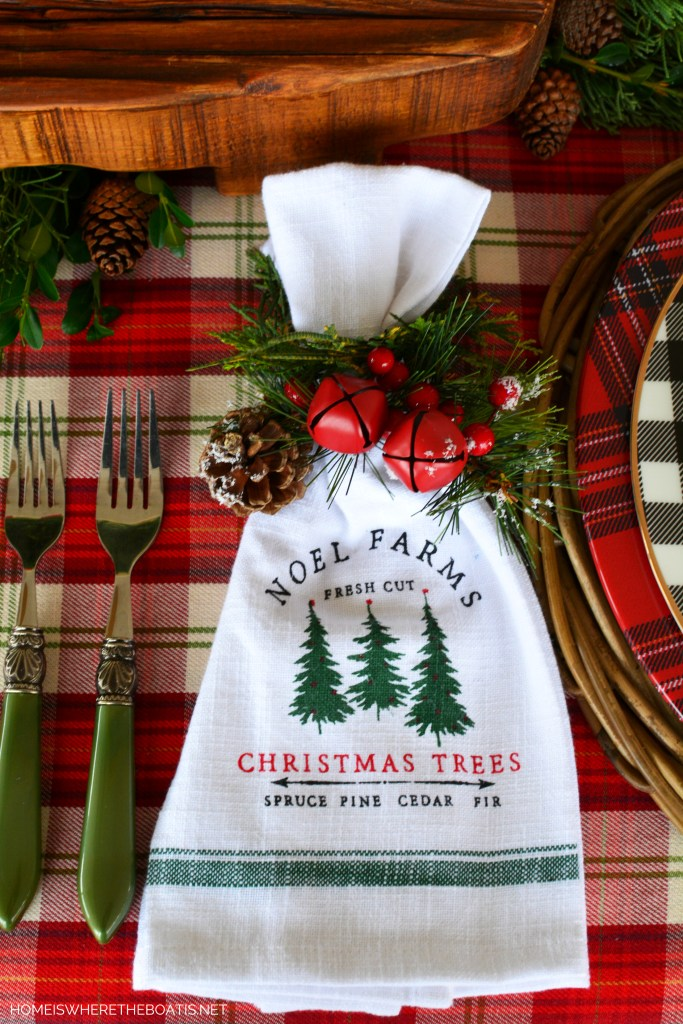 Noel Farms dish towels as napkins | ©homeiswheretheboatis.net #christmas #tablescapes #tartan #plaid