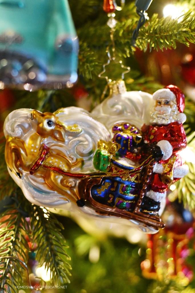 Santa and Reindeer Christmas Ornament | ©homeiswheretheboatis.net #Christmas #tree