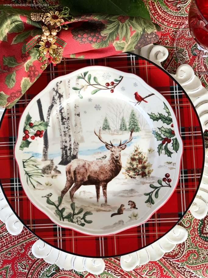 Christmas table with woodland deer plate | ©homeiswheretheboatis.net #Christmas #tablescapes