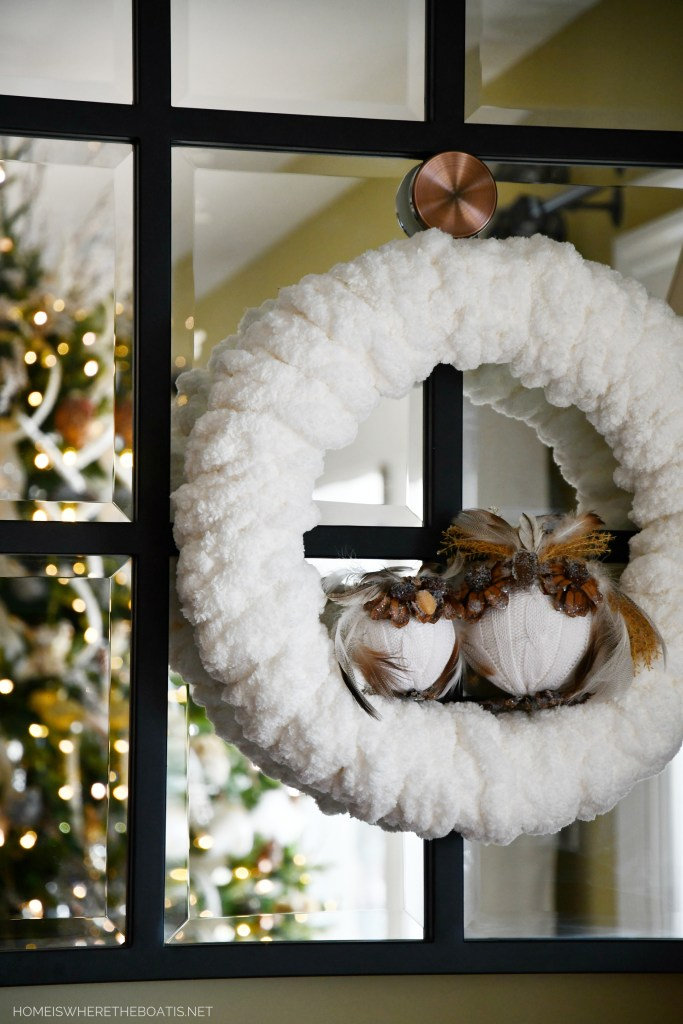 Finger Knitted Winter Wreath with Owls | ©homeiswheretheboatis.net #winter #wreath #owls #fingerknitting #DIY