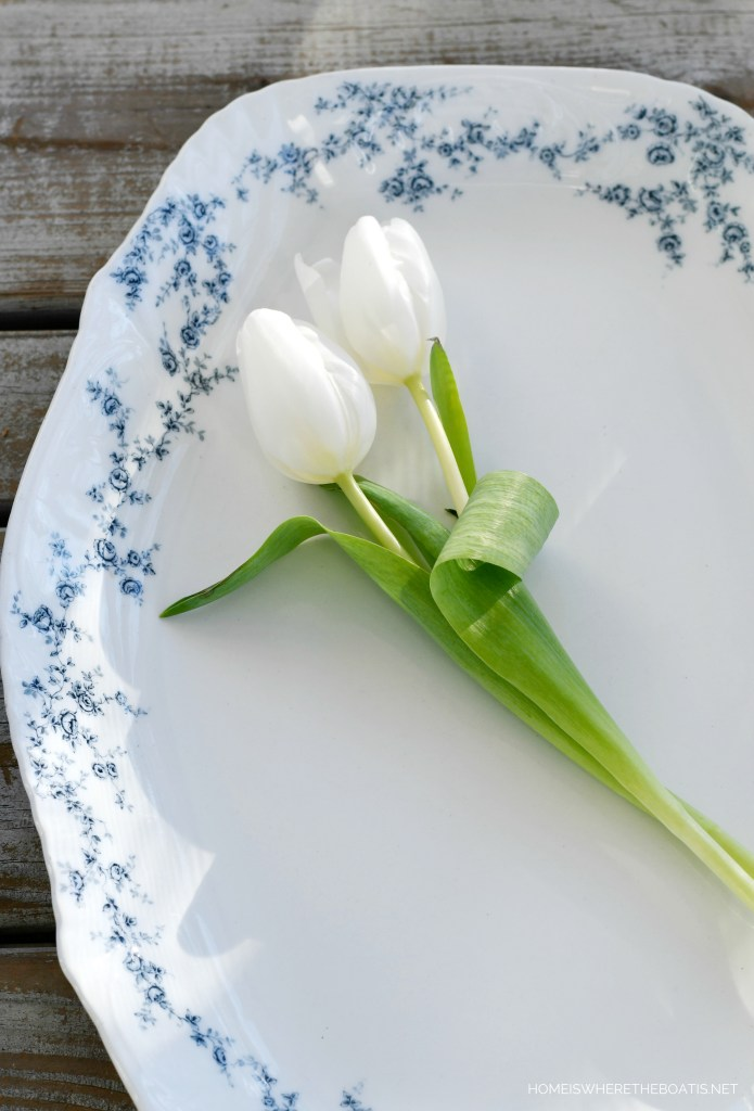 Blue and white transferware platter with tulips | ©homeiswheretheboatis.net
