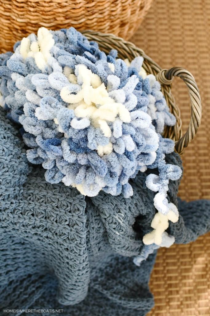 Blanket-EZ no needle yarn | ©homeiswheretheboatis.net