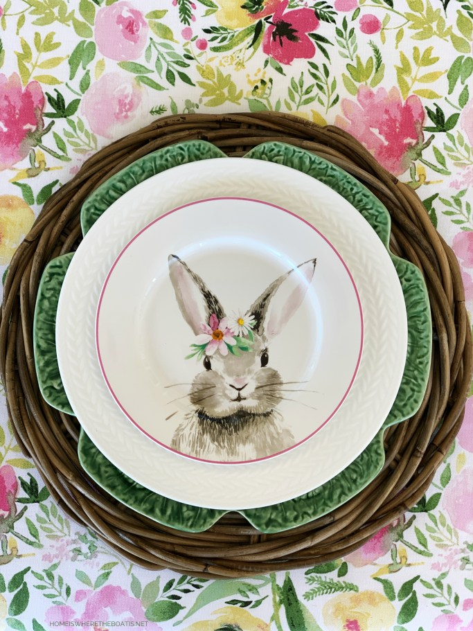 Hopping into Spring Table | ©homeiswheretheboatis.net #spring #easter #tablescapes